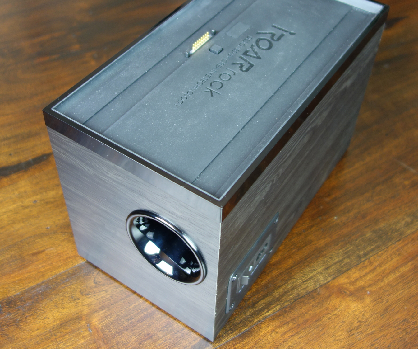 Creative iRoar Rock Docking Subwoofer port & power switch
